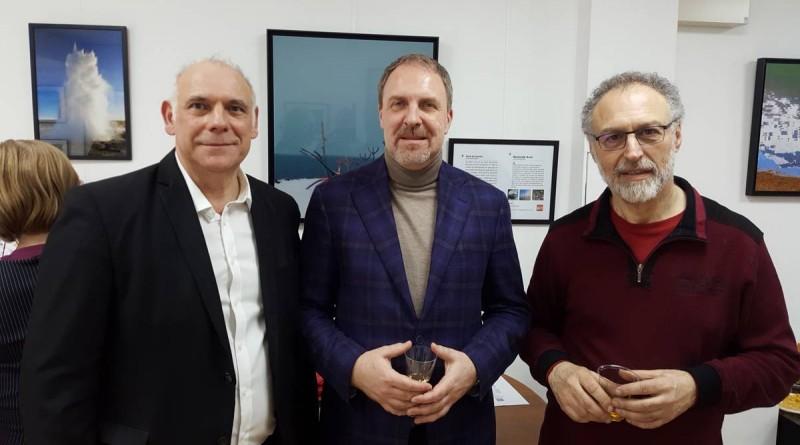 Kristján Andri Stefánsson, Ambassadeur d'Islande en France, a pu échanger avec les photographes  Karel de Gendre  et Romuald Avet